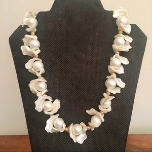 Jewelry - Woman's unique pearl handmade necklace